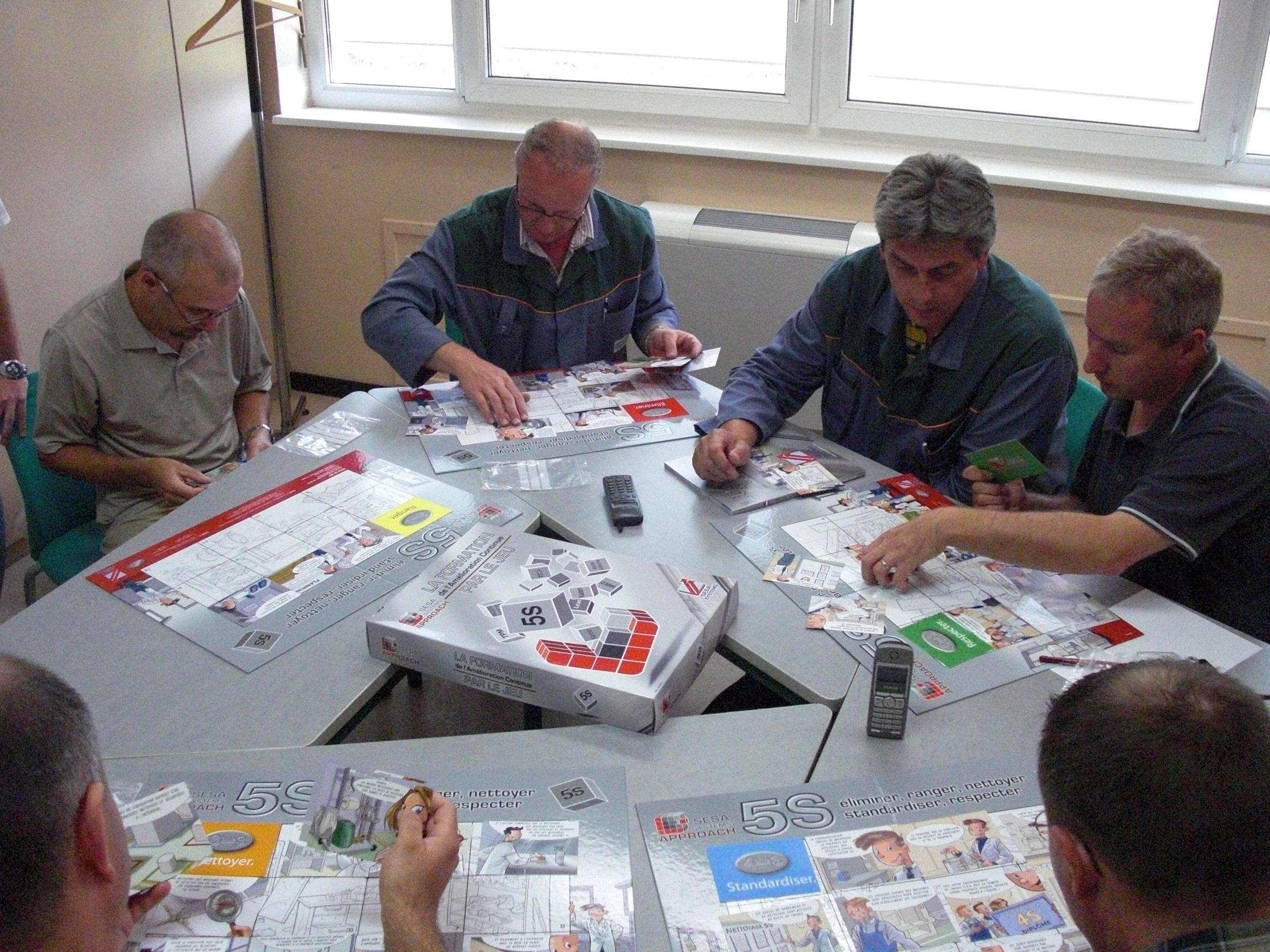 Pri učenju metode 5S, so vsi udeleženci usposabljanja vključeni aktivno.